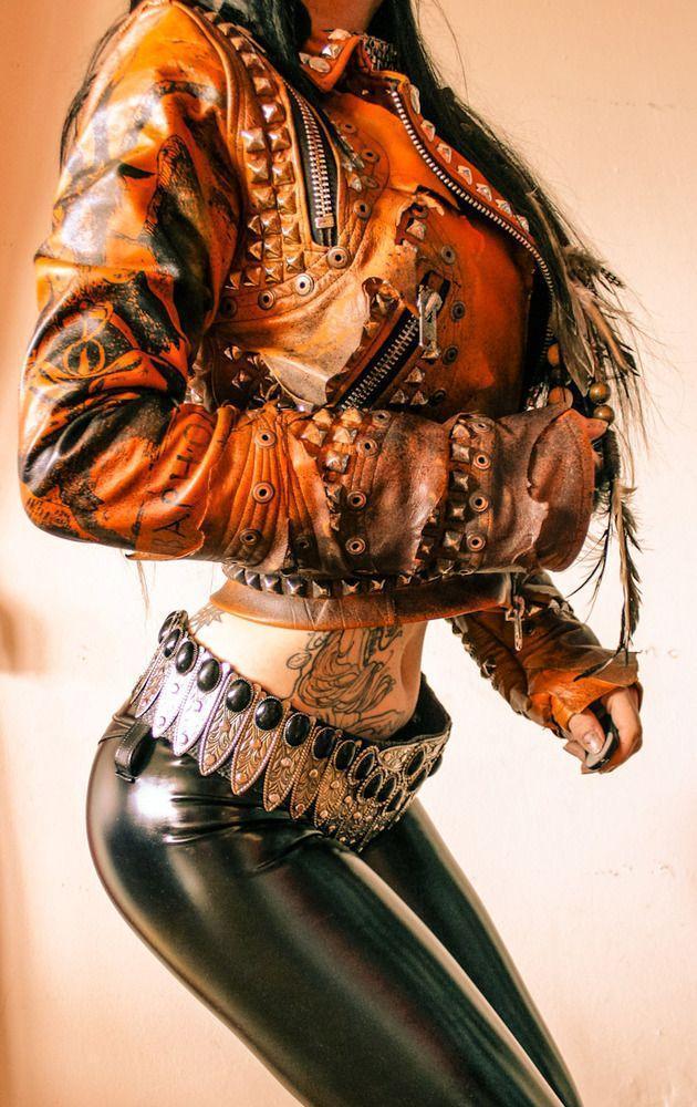 Красивые картинки Фото Девушка заклёпки кожа Metal Dat ass Metal gurlz