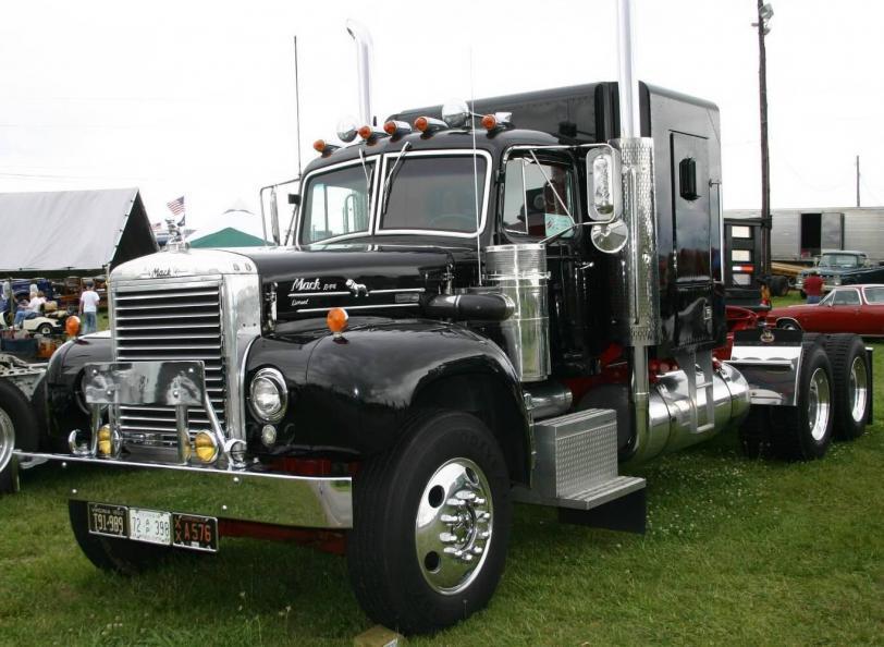 Красивые картинки Фото грузовик MACK ретро