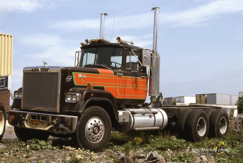 Красивые картинки Фото грузовик MACK
