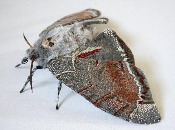 прямые руки Yumi Okita вышивка мотылки теневая гладь