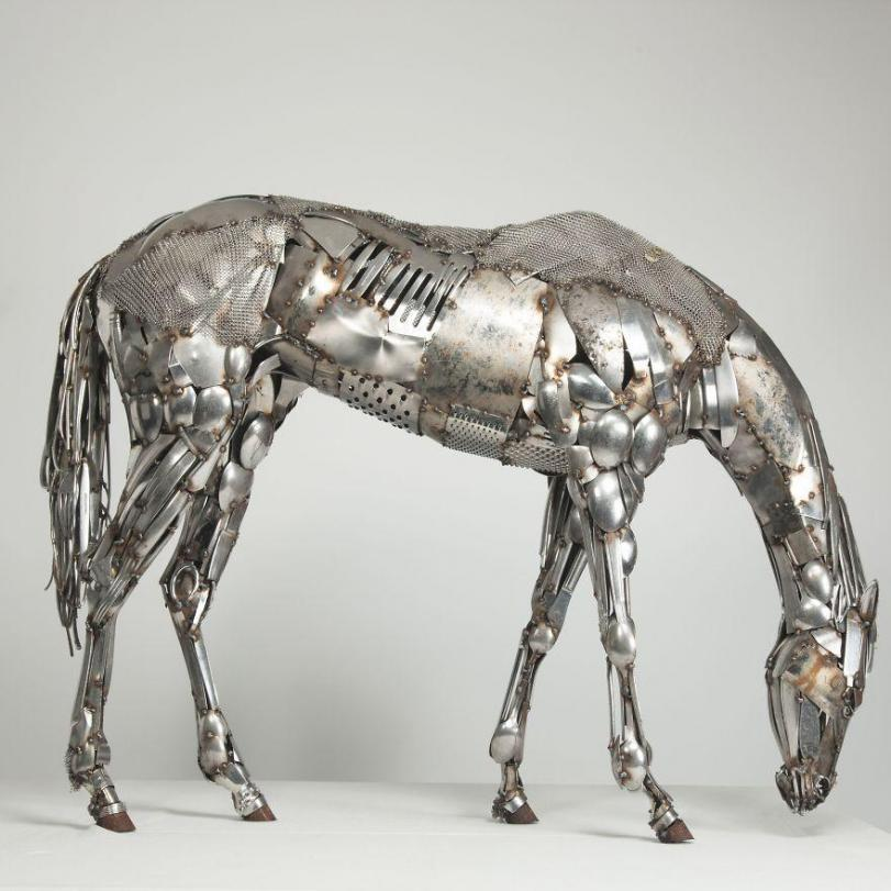 Арт прямые руки скульптура конь