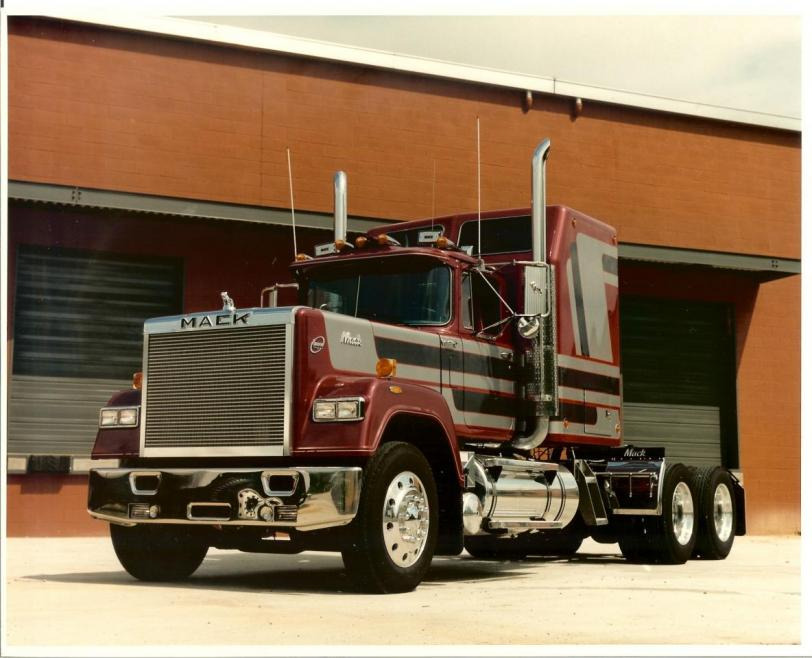 Фото Красивые картинки грузовик MACK