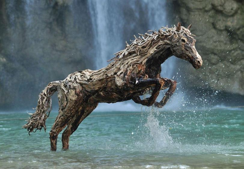 лошади  Деревянная скульптура скульптура прямые руки