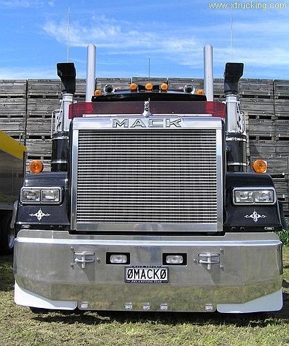 Фото Красивые картинки грузовик MACK песочница