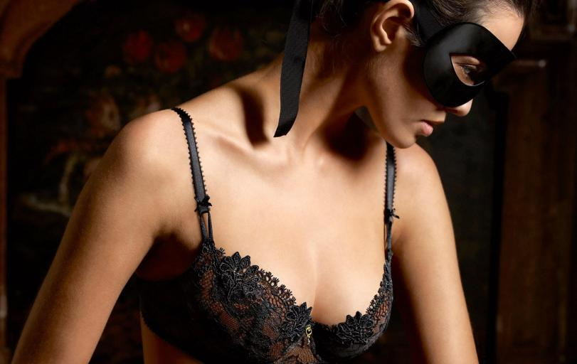 Фото Красивые картинки Девушка маска почти эротика